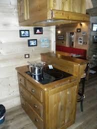 cuisine style montagne aménagement cuisines meubles en bois massif deco montagne