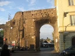 porta portese auto usate the entrance to the porta portese market the sign just to the