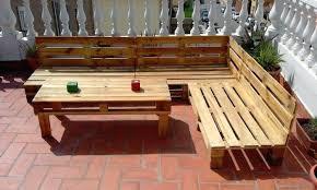 canap en palette en bois table de jardin en palette idace dacco pour faire une table palette