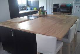 ilot central cuisine avec evier rénovation de cuisine sur mesure avec ilôt central en bois massif