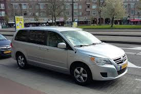 volkswagen minivan routan in het wild volkswagen routan autonieuws autoweek nl