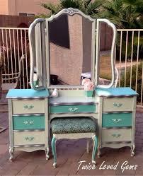 Diy Makeup Vanity Chair Best 25 Refurbished Vanity Ideas On Pinterest Painted Vanity
