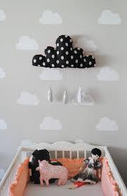 decoration nuage chambre bébé peinture pour chambre bebe avec deco nuage chambre enfant et keyword