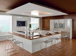 cuisine cerise comptoir en bois naturel plancher de granit brun clair lisse poêle