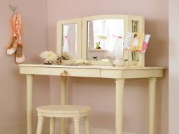 Bedroom Makeup Vanity With Lights Tips Small Vanity Makeup Table Mirrored Makeup Vanity