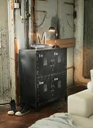 chambre ado industriel l armoire métallique apporte l esprit industriel à la maison