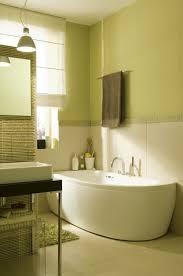 vasca da bagno salvaspazio soluzioni salvaspazio per il bagno donna moderna