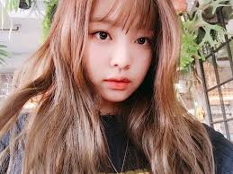 new hairstyle blackpink u0027s jennie gives fans a peek at her new hairstyle u2014 koreaboo