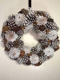 30 simple festive holiday décor ideas wreaths pine cone and pine