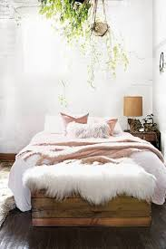 Feminine Bedroom Furniture by Best 25 Earthy Bedroom Ideas On Pinterest Natural Bedroom