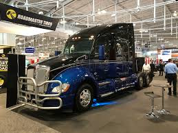 kenworth truck builder industry unites in effort on kenworth t680 built to benefit