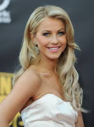 what kind of hairstyle does julienne huff have in safe haven more pics of julianne hough retro hairstyle julianne hough