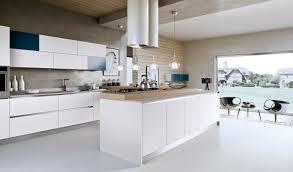 cuisine contemporaine blanche et bois cuisines lot cuisine moderne blanc comptoir bois suspensions verre
