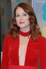 julie ann moore s hair color 50 plus julianne moore how to rock both red hair and a red outfit