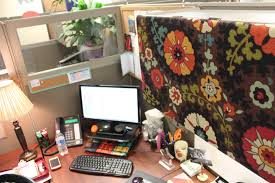 best cubicle decorations for halloween thrifty blog big circus