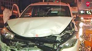 rains cause five cars to collide at bandra mumbai live