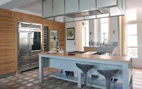 cuisine bois laqué cuisine classique associant chêne naturel et bois laqué îlot