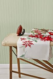 Christmas Table Cloths by Vintage Christmas Tablecloths And Linens Collecting Vintage