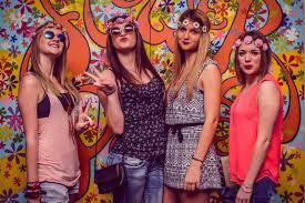 foto hippie figli dei fiori www ladigetto it feste di primavera flower power all elys礬e