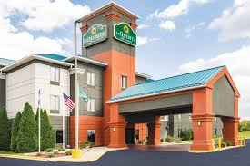 Hotels Near Six Flags Great Adventure La Quinta Inn U0026 Suites Louisville Near Interstate 64 U0026 Hwy 913