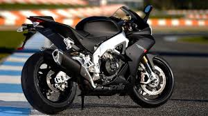 aprilia rsv4 motorcycles wallpapers aprilia rsv4 r aprc abs and rsv4 factory aprc abs 2013 youtube