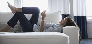 sur le canap ou dans le canap miser sur le canapé convertible pour les petits espaces grazia