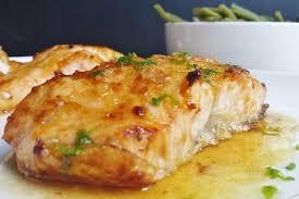 cuisiner pavé de saumon au four recette de saumon glacé au miel et citron vert la recette facile