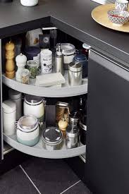 necessaire de cuisine un rangement tourniquet pour un accès facile au nécessaire de