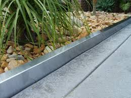 Metal Flower Bed Edging The Benefits Of Metal Landscape Edging Home Decor And Design Ideas