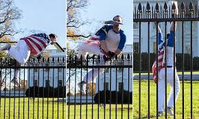 white house fence jumper arrested as obama family celebrated