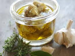 cuisiner à l huile d olive huile d olive arômatisée au romarin recette sur cuisine actuelle