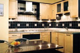 les diff駻ents types de cuisine le bois est à l honneur sur ce modèle de cuisine contemporaine