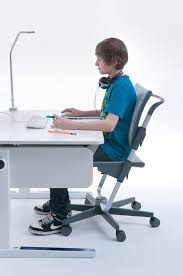 chaise de bureau enfants choisir une chaise de bureau pour enfant nos conseils