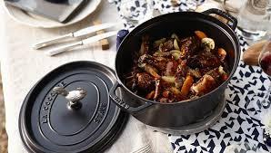 cuisine en cocotte en fonte cocottes en fonte staub fabrication française traditionnelle