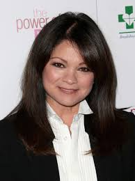 how to get valerie bertinelli current hairstyle valerie bertinelli hair looks stylebistro