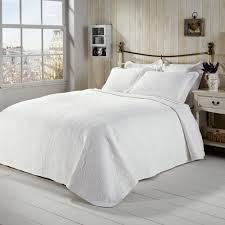 White Bedspread Bedroom Ideas Bedroom White Bedspreads On Pinterest With Small Windows Also