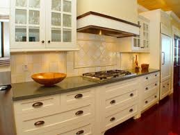 what to consider when choosing kitchen cabinet pulls