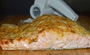 cuisiner du saumon au four dans la cuisine de blanc manger saumon rôti au four en croûte de