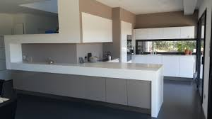 cuisine blanche mur taupe cuisine taupe et blanc stunning cuisine blanche et taupe cuisine