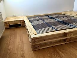 How To Make A King Size Platform Bed With Pallets by Pallet Platform Bed With Nightstands Pallet Furniture Diy