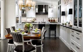 the black and white details in this kitchen are absolutely