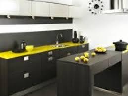 cuisine noir et jaune photo cuisine noir et jaune par deco