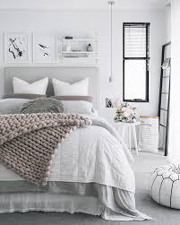 chambre blanc chambre blanc et gris id e am nagement b commode lit conception