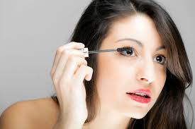 crossdresser putting makeup the best makeup tips to make your deep set eyes more gorgeous