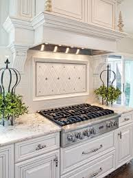 traditional kitchen using gas cooktop and granite countertops over