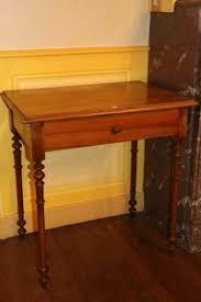 bureau acajou table bureau à pieds tournés en noyer et acajou