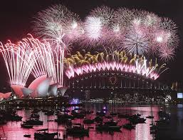 new year s celebrations live sydney kicks new year celebrations with seven tonnes of