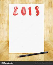nouvel an 2018 sur le papier blanc cadre avec un crayon en main