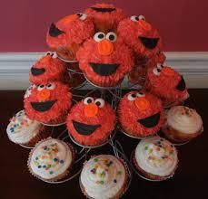 elmo cupcakes landon s elmo cupcakes that sweet ang