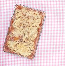 plats cuisinés à domicile un plat de lasagnes fait maison pour le bonheur de vos papilles